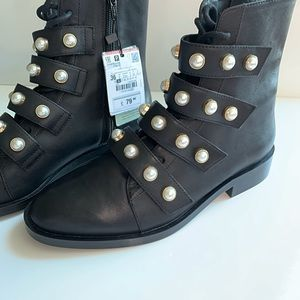ZARA LEATHER ANKLE BOOTS WITH FAUX PEARLS sizeUS 6